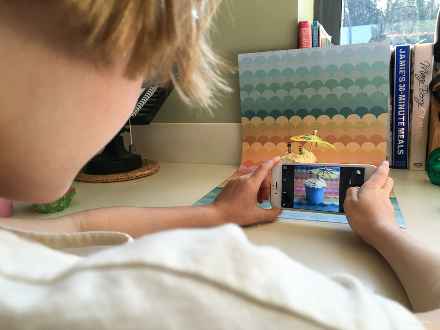 Teaching smartphone photography to children