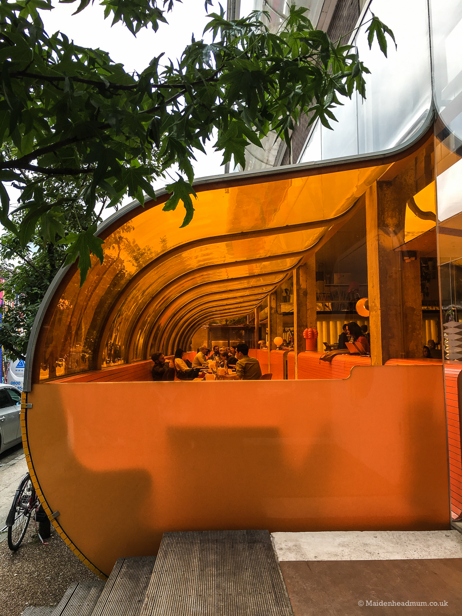 You would think that orange would be a tricky colour to look for in London... but apparently not! Loved this retro bar I spotted on my detour around Shoreditch.