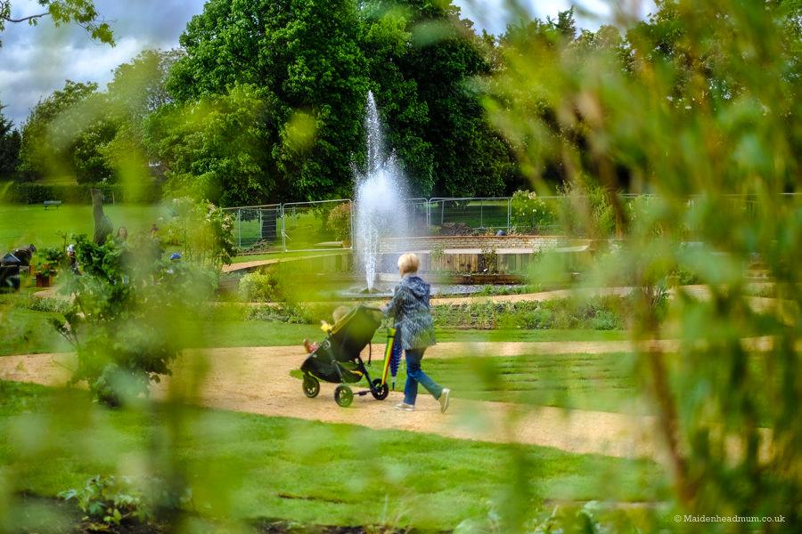 Nicholas Winton memorial garden Maidenhead. Free activity with kids in Maidenhead