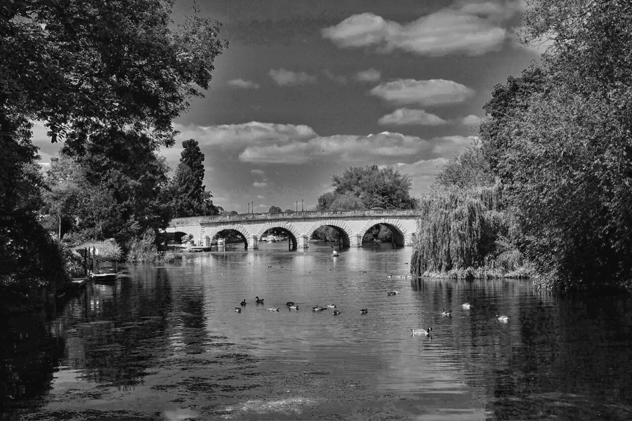 Maidenhead bridge in black and white