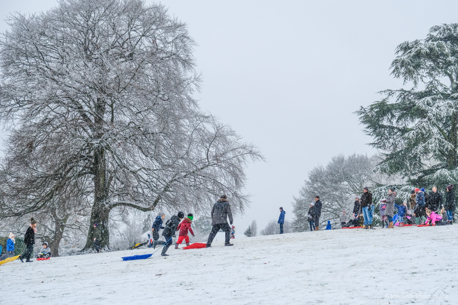 Boyn Hill Park in the snow with people sledging