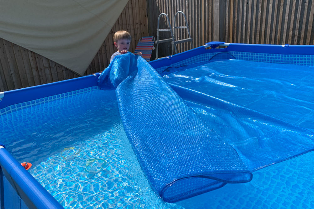 a thermal cover on a paddling pool helps to keep it warm